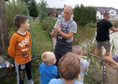 Przygotowanie i przeprowadzenie imprezy integracyjnej w plenerze. Nauka łowienia ryb w miejscowym stawie.