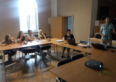Spotkanie uczestników  z pracownikiem socjalnym.