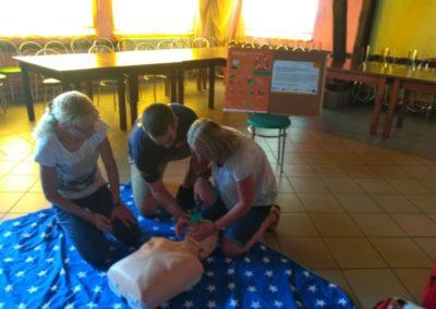 Uczestnicy projektu podczas kursu Kwalifikowanej Pierwszej Pomocy.