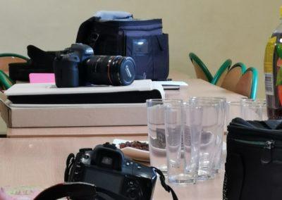 W czasie zajęć integracyjnych uczestnicy projektu mogą uczestniczyć w wielu rozwijających kursach- np. w kursie wizażu czy fotografii