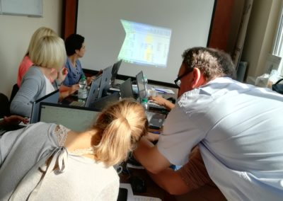Uczestnicy Puntu AS-Z KIS ZLOP podczas kursu zdobywają kwalifikacje wzawodzie: pracownik obsługi biura.