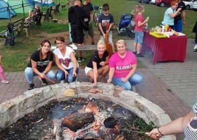 Korzystając ze sprzyjającej pogody uczestnicy projektu w ramach zajęć integracyjnych zorganizowali wspólnie ognisko.